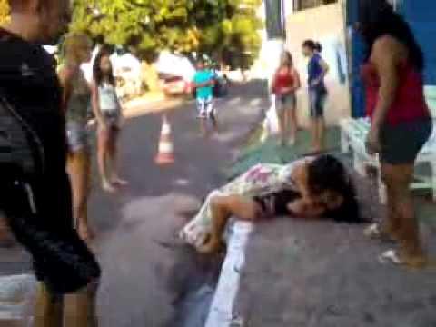 Mulher flagra marido com amante em Santarem Briga de Rua 12 08 12