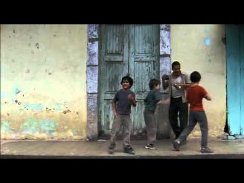 Voces inocentes Chava baila