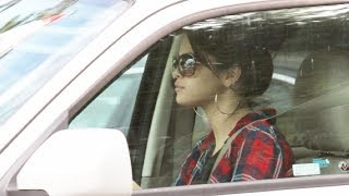 Selena Gomez Leaves The Four Seasons Hotel [2012]