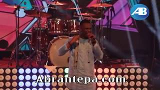 Joe Mettle performs 'Bo Noo Ni' at Adom Praiz 2017