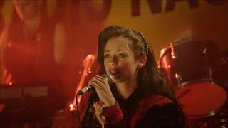 Cuéntame: Karina le canta a Carlos en Radio 3