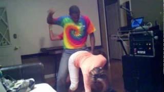Black guy teachin white boy how to wibble wobble on hot girls