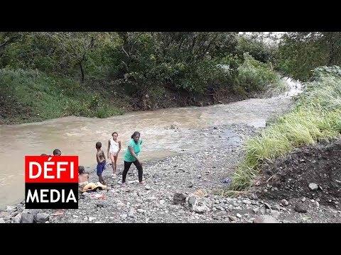 Xxx Mp4 Une Femme Et Six Enfants Pêchent à Cité La Cure Malgré La Montée Des Eaux 3gp Sex