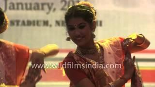 Bengali dancers dance to 'Ta dhina ta dhina vorer dorja hai'