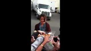Selena Gomez brings cupcakes to her fans
