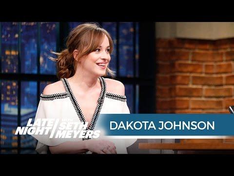 Xxx Mp4 Dakota Johnson S Wardrobe Malfunction At The People S Choice Awards Late Night With Seth Meyers 3gp Sex