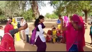 New girl  dance rajasthani marwari  deshi fany dance suvtiyo songs 2016