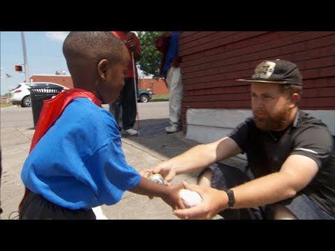 4 year old superhero has the power to feed the homeless
