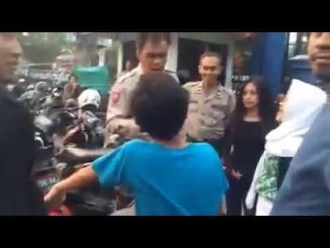Anak SMP Naik Ninja 250R bonceng 2 cewek tak punya SIM & STNK lolos tilang