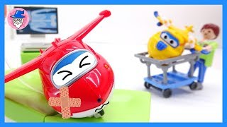 Super Wings Nova Temporada, play hospital playset, repairing broken airplanes