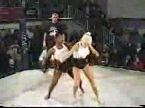 TWO SERIOUSLY HOT GIRLS CATFIGHT WHITE VS BLACK WHO WINS