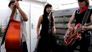 Dee Ann and two Nightcaptains acoustic - tossin' and turnin'