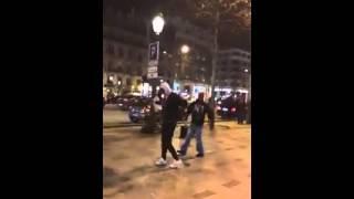 فرنسيون يرقصون الشعبي في شوارع باريس