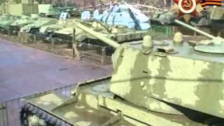Тяжелые танки ИС и КВ.