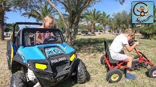 Дети и машинки. Дети катаются на детских машинах. МанкиТайм
