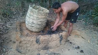 Primitive Life-Make Charcoal by Wet Wood and Open Stove!