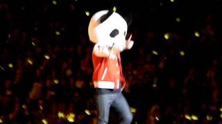 Dinosaur GD and Panda Seungri at Alive Tour NJ 121109