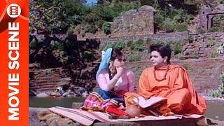 Dilip Kumar Acting as Sadhu - Ram Aur Shyam
