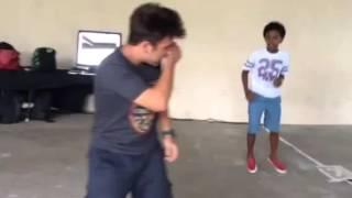 A briga de Jean Paulo e Nicholas Torres no camarim de Carro