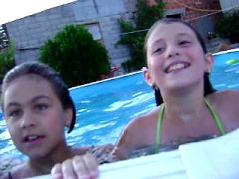 Vem pra piscina Raquel