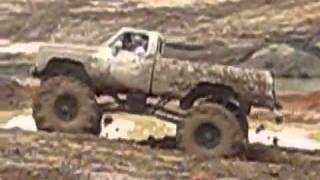 تحدي سيارات الطين