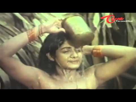 Xxx Mp4 Indian Actress Sridevi 39 S Spicy Video From Her First 3gp Sex