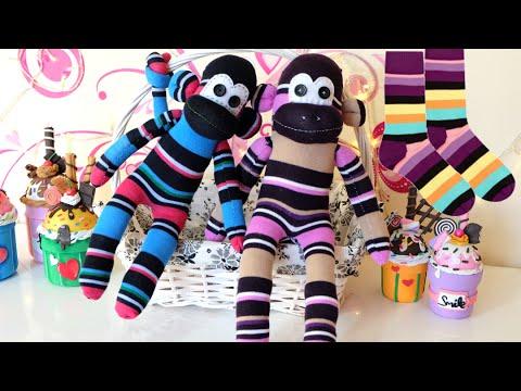 Monos hechos de calcetines para el d a del ni o for Munecos con calcetines