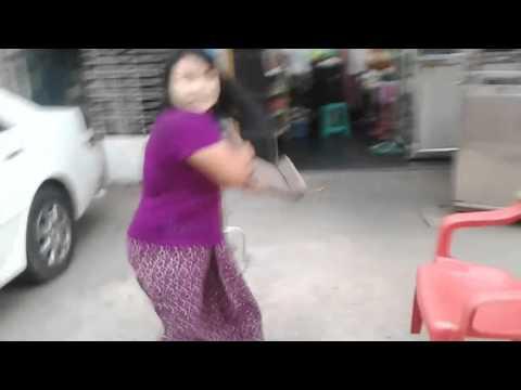 Xxx Mp4 ရန္ကုန္မွာ ကား Parking အတြက္ ရန္ျဖစ္ေနျကတဲ့ ရုပ္သံပါ Parking Fight And Argument Myanmar 3gp Sex