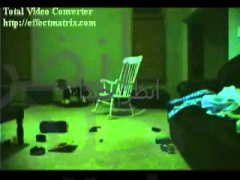 جني يجلس في كرسي هزاز