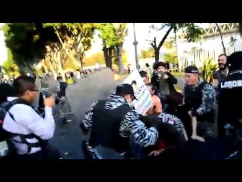 Policia de Guadalajara manosea a una mujer