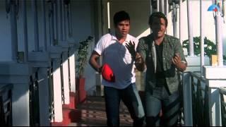 Aju and Viju (Vinay Anand) plan to cheat Sanya and Maria (Laila Khan)