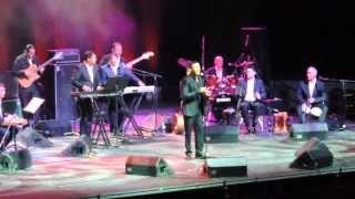 حفلة كاظم الساهر في كندا ودخوله الى المسرح 2013/05/18 وبأول اغنيه ها حبيبي