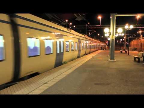 X60 pendeltåg med graffiti X60 commuter train with graffiti Kungsängen