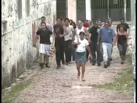Peatones manteados en brasil cámara oculta