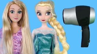 ELSA from FROZEN and Rapunzel at HAIR SALON! Barbie is the hair stylist!