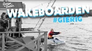 Breekt Martijn z'n been met wakeboarden?! | Gierige Gasten
