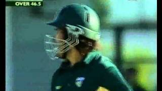 Ryan Campbell INVENTOR of the 'scoop'?  - TWO GREAT SHOTS!  2002/03 vs Sri Lanka