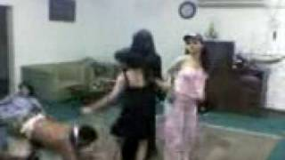 رقص في رقص بواسطه السنونو.3gp