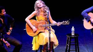 """Taylor Swift performs """"Mine"""" at All for the Hall Los Angeles"""