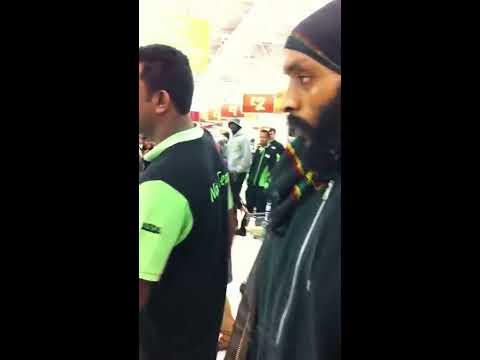 Xxx Mp4 Big Fighting Between Black Woman And Somalian Muslim Woman In Asda London 01 3gp Sex