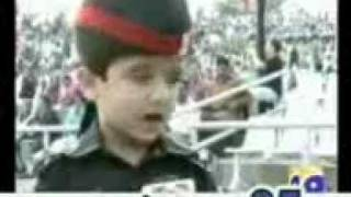 Smallest soldier of pakistan Abdullah at Wahga Border .3gp