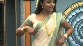 trisha share adjusting hot