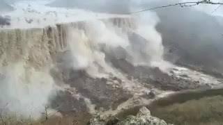 سبحان الله ،،  مشهد رباني مهيب لشلالات دربات بـ #صلاله صباح اليوم