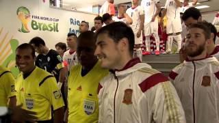 A handshake gone sligthly wrong (Spain vs Chile, 2014)