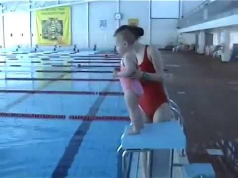 Arabel, Bayi Pinter Renang berumur 1 tahun 9 bulan, berenang di Aura Centre