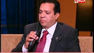 """بوضوح - ابن الشيخ """"عبد الباسط عبد الصمد"""" يتلو القرأن بصوته الذى يشبه صوت والده كثيرا"""