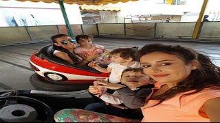 كندا حنا خاتون و سارة اليهودية في باب الحارة  في الملاهي مع أولادها
