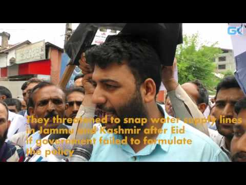 PHE daily-wagers protest in Srinagar, threaten to snap water supply lines in JK