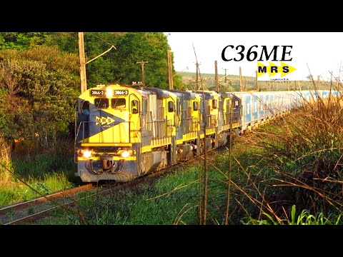 Locomotivas da MRS puxando Vagões HPT da Rumo Logística . Lider C36 ME 3866