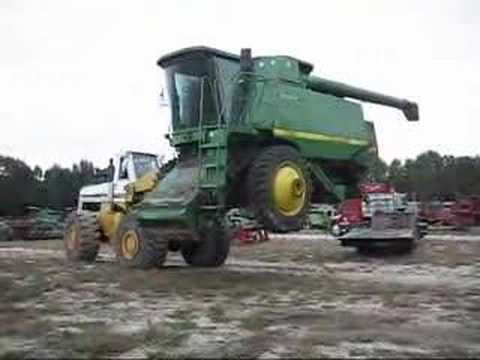 Unloading A 12.5 Ton 9610 John Deere Combine with Hough 560
